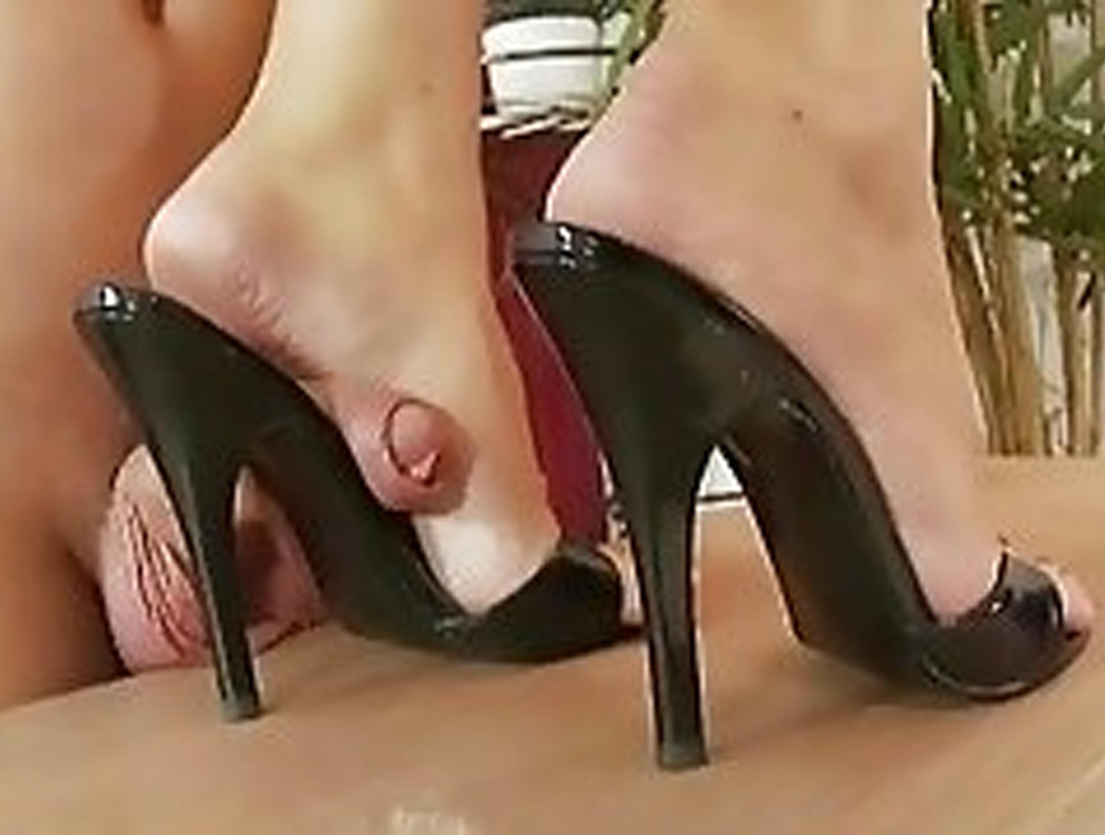 Видео туфлях порно в замшевых